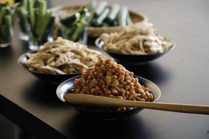 八天狗の座禅豆など、ずらりと並んだ手作りのお惣菜
