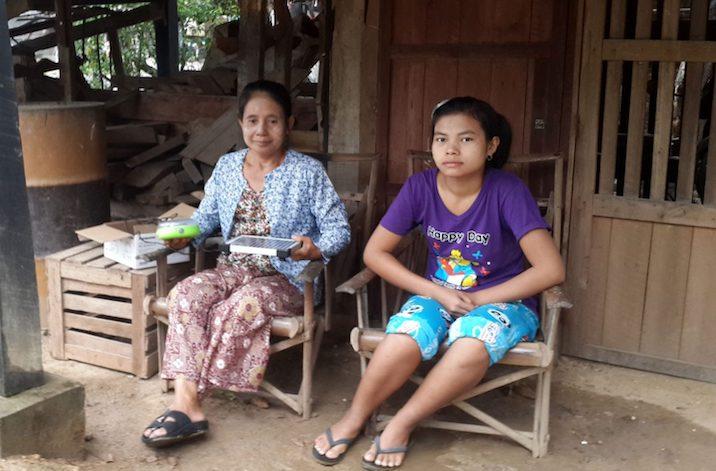 ミャンマーやカンボジアなどの無電化村に、PWJを通して自社商品のソーラーランタンを寄贈(パナソニック株式会社)