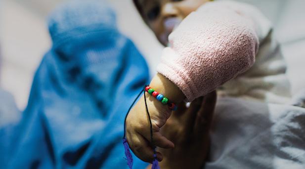 【Cannes Lions】魔除けのブレスレットが、子どもとワクチンを近づける!? アフガニスタンの医療プロジェクト「The Immunity Charm」